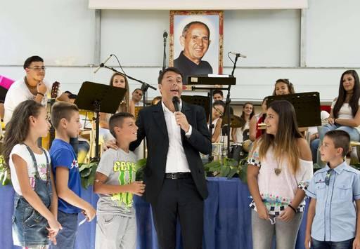 Renzi a Palermo nella scuola intitolata a Don Pino Puglisi (credits: lasicilia.it)