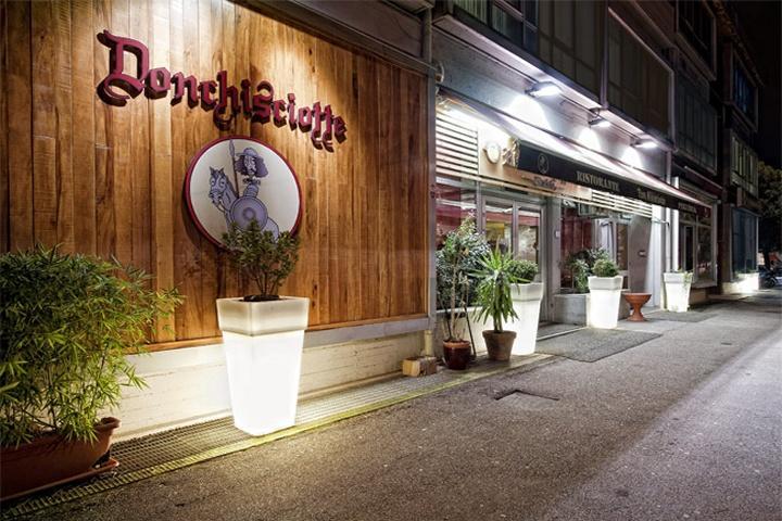 Nella foto: la pizzeria Don Chisciotte di Prato, sequestrata nel 2012 al clan camorristico dei Terracciano. È il simbolo più noto dell'infiltrazione camorristica in Toscana. Credits: 2spaghi.it